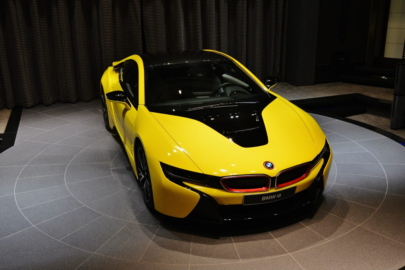 Bmw I8 Wears Another Yellow