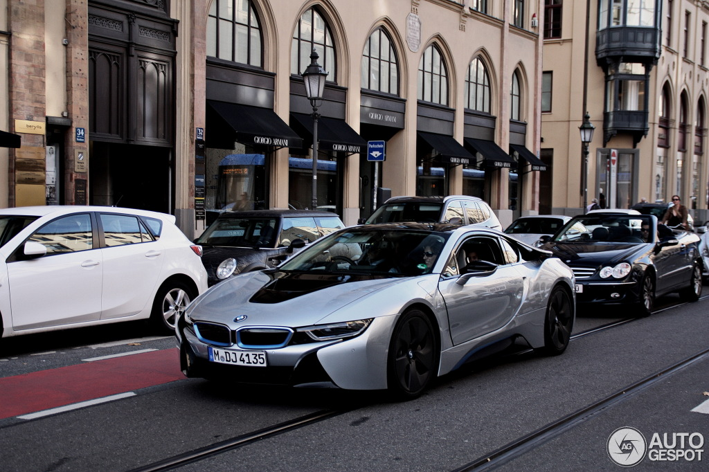More Pics Of I8 In The Wild