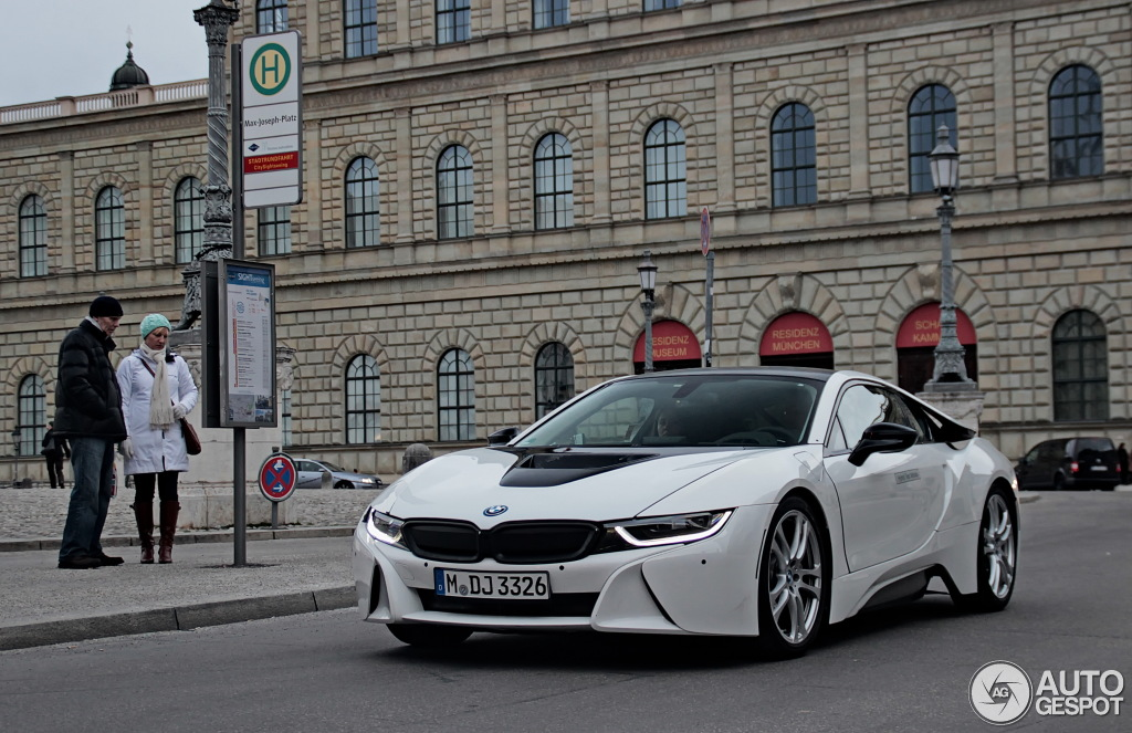 Bmw I8 White And Black >> Crystal White Bmw I8 With Black Kidney Grilles And Body Colored Bumpers
