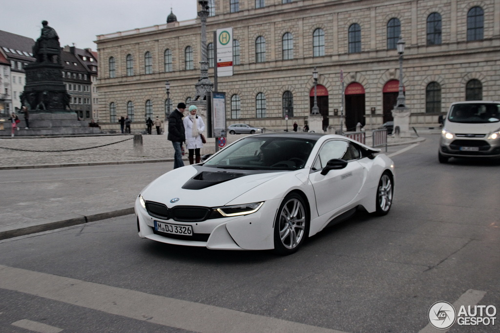 Crystal White Bmw I8 With Black Kidney Grilles And Body Colored Bumpers